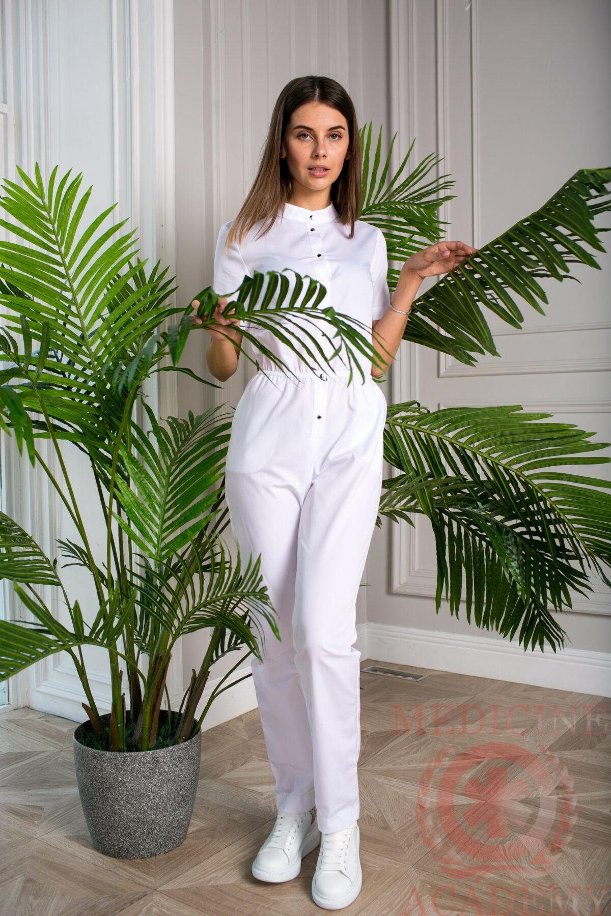 Женский медицинский комбинезон белого цвета
