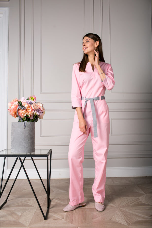 Женский медицинский комбинезон розовый