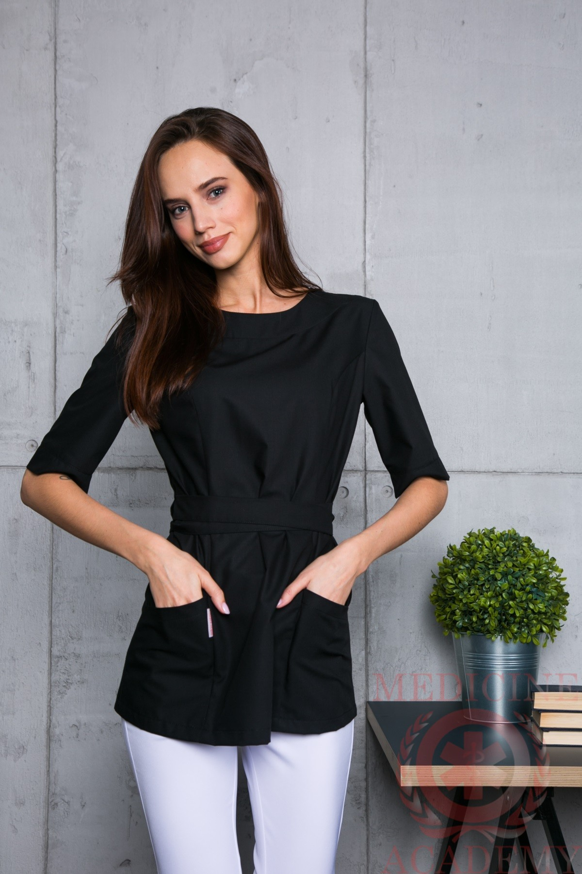 Черная блуза с запахом сзади пф021ч