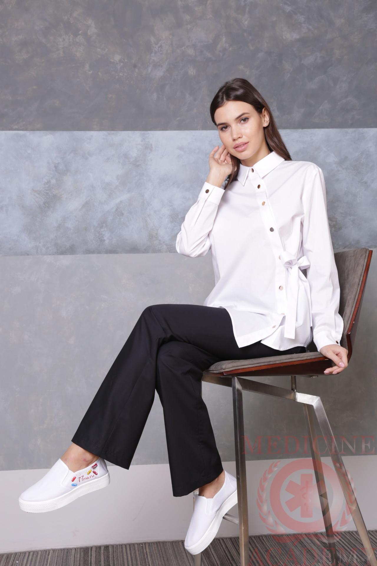 Медицинская блуза с ассиметричной застежкой белая пф040б 77ma.ru Medicine-Academy