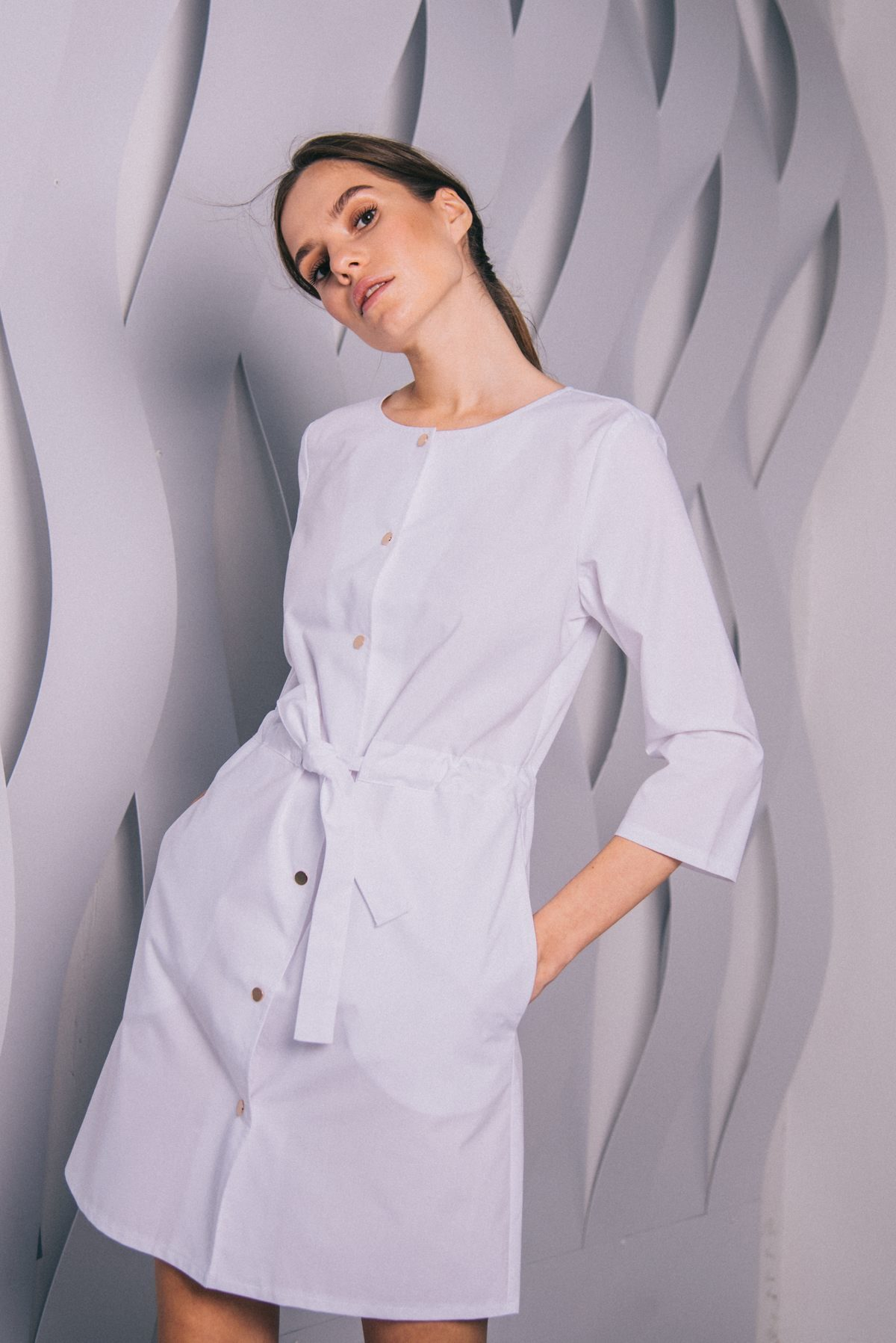 Платье с кулиской на кнопках белое пф042б 77ma.ru