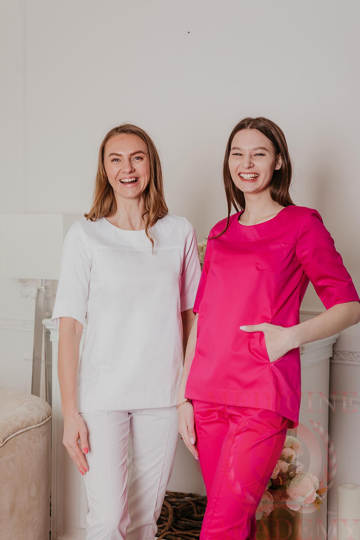 Медицинская блуза с фигурным низом белая