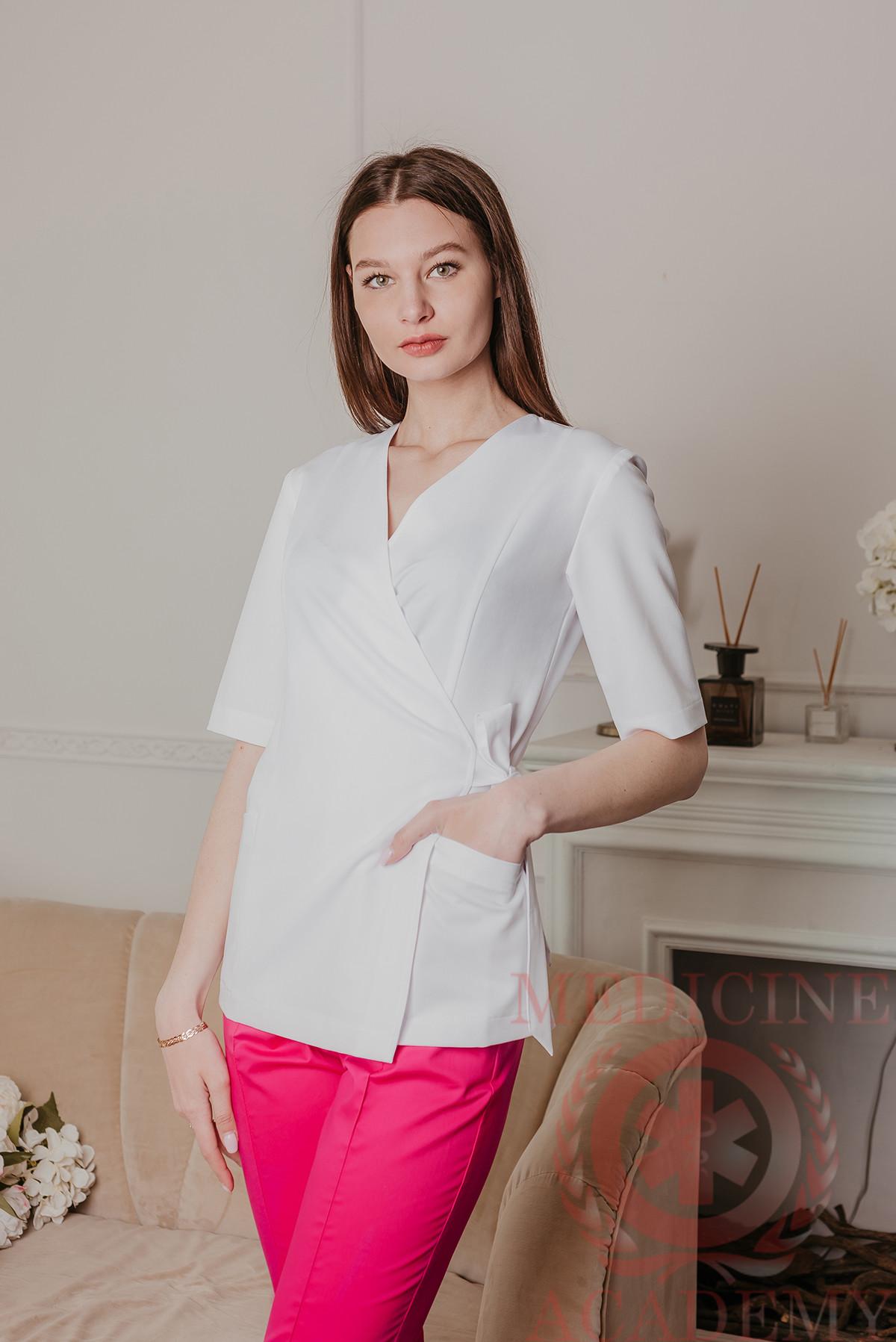 Медицинская блуза с запахом белая