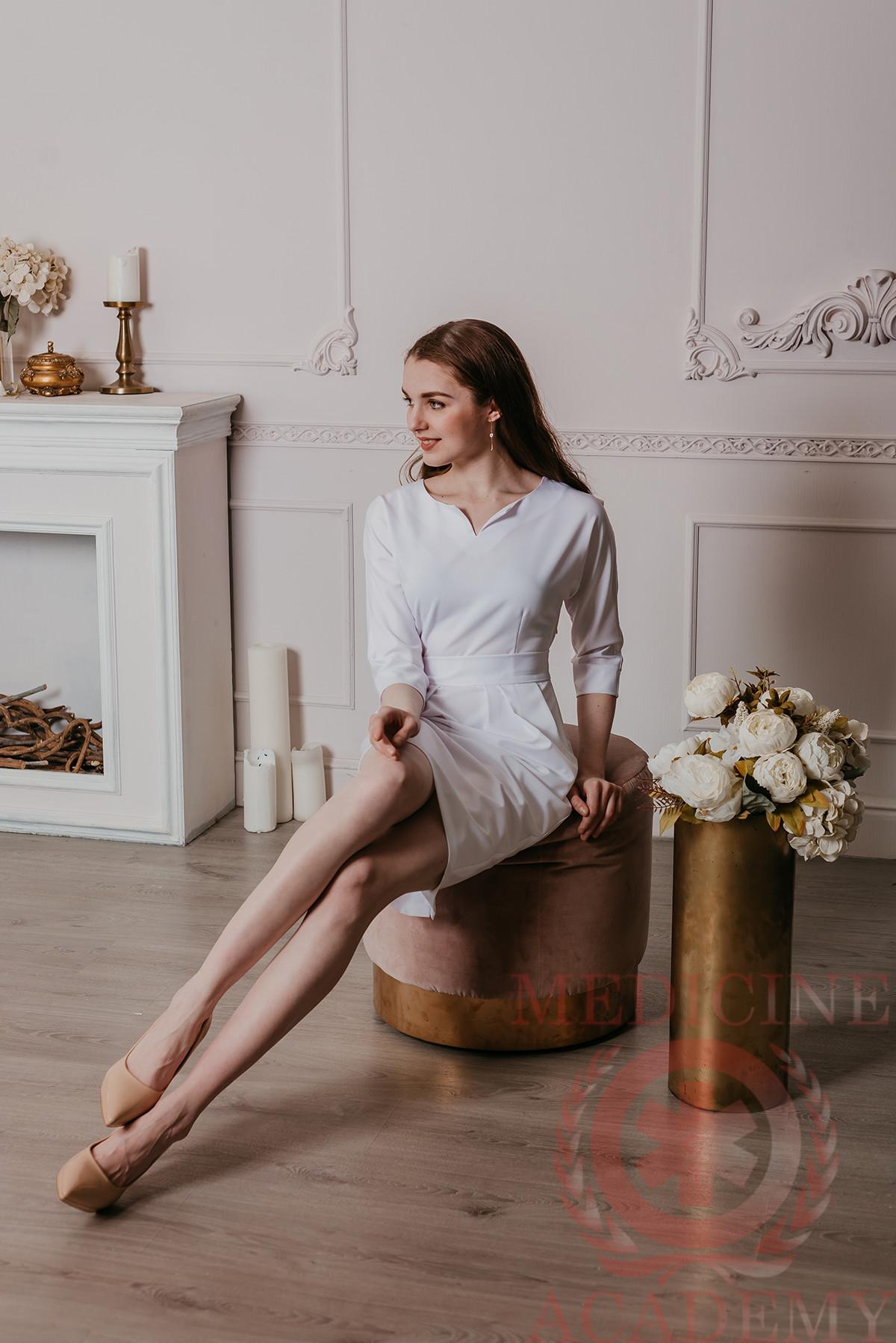 Платье с цельнокроенным рукавом белое