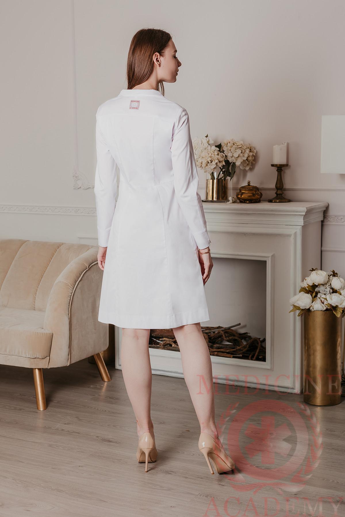 Белое медицинское платье «Диор» на кнопках длинный рукав