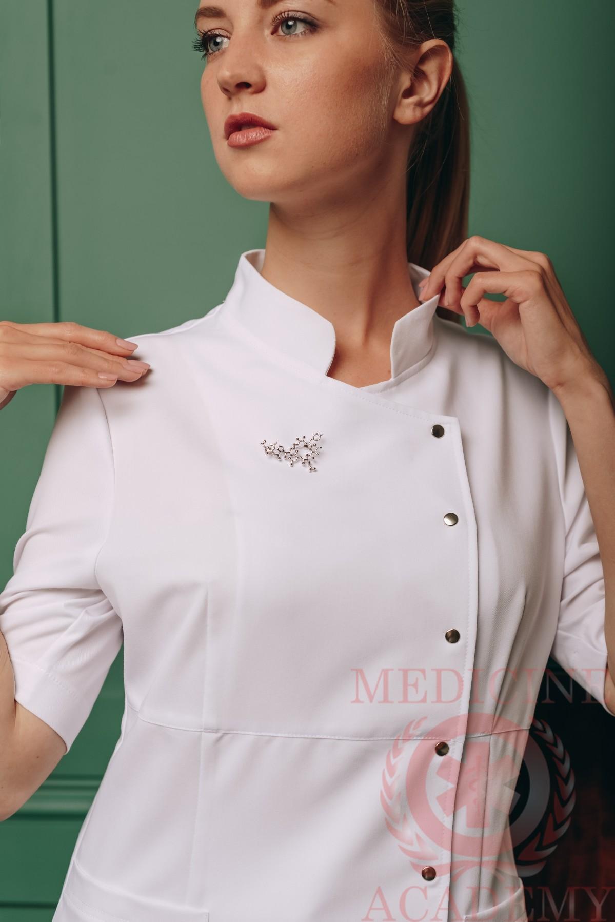 Блуза с асимметричной застежкой белая