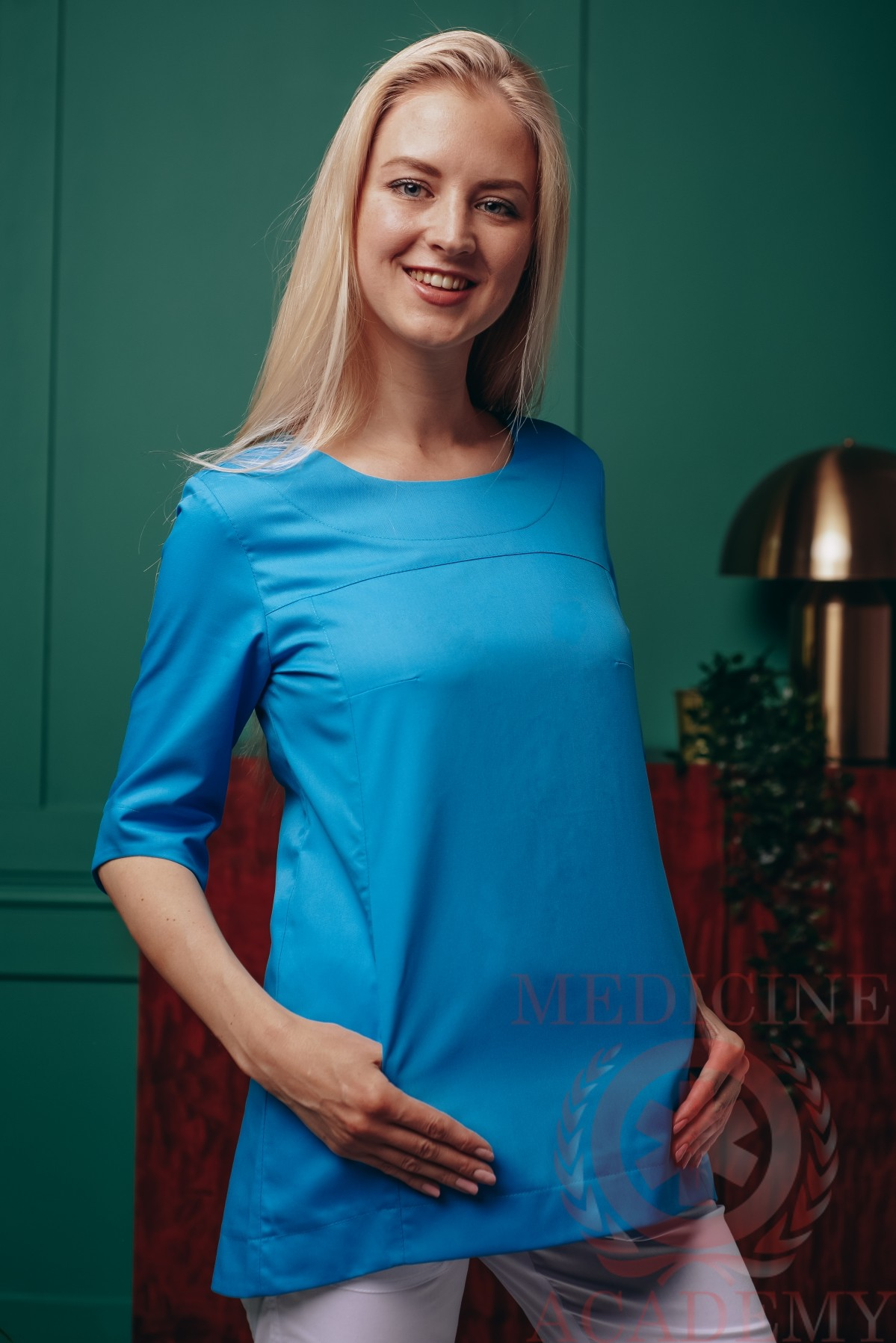 Блуза с фигурным низом голубая
