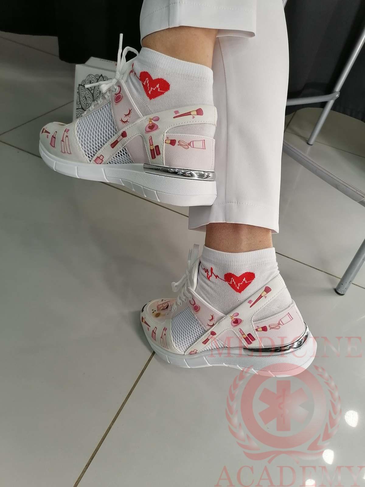 Медицинские кроссовки