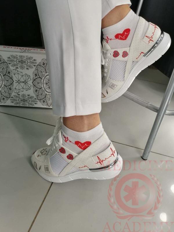 Медицинские кроссовки 841