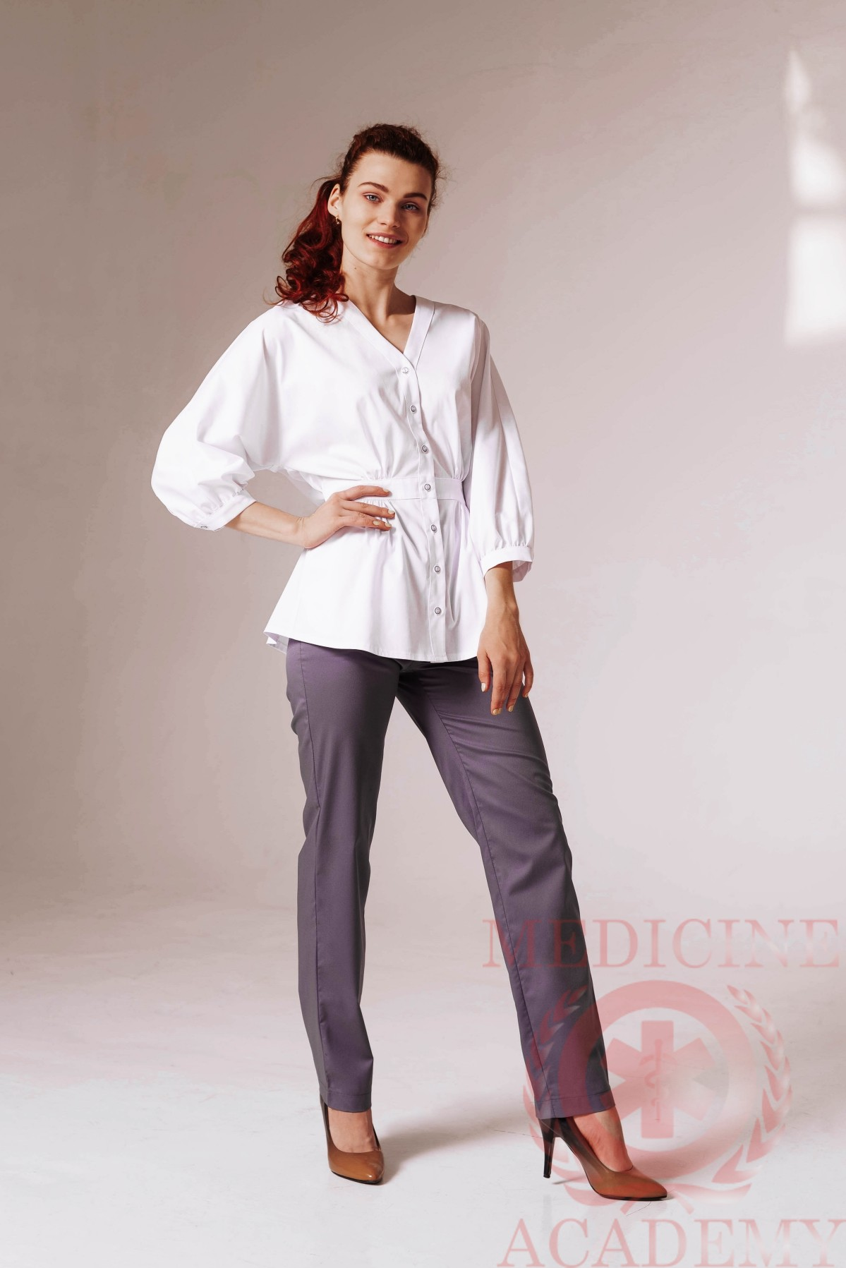 Блуза со сборками на талии белая